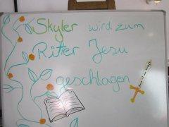 Skyler wird zum Ritter Jesu geschlagen